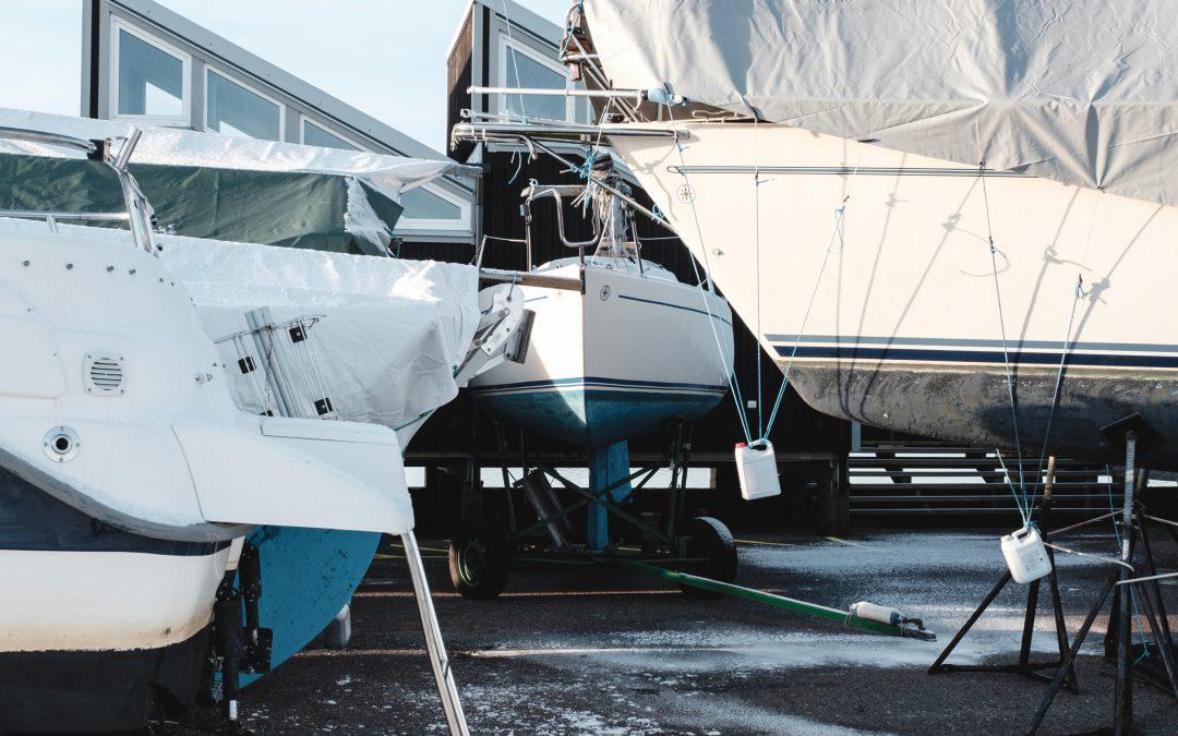 Vinterförvara båten på land – skippa presenning?
